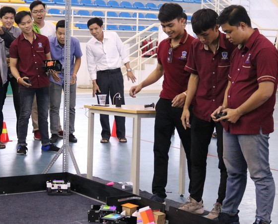 Sinh viên Trường ĐH Nguyễn Tất Thành vô địch cuộc thi VGU Robocon 2019  ảnh 2