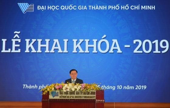 Phó Thủ tướng Vương Đình Huệ nói chuyện với sinh viên về tự chủ đại học ảnh 1