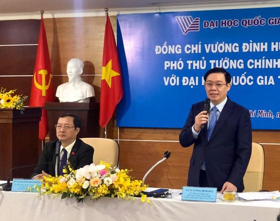 Phó Thủ tướng Vương Đình Huệ nói chuyện với sinh viên về tự chủ đại học ảnh 2