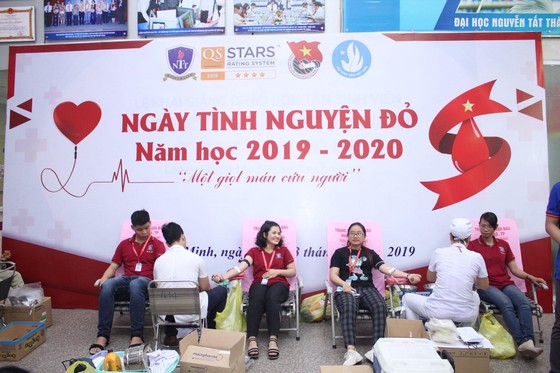 Hơn 2.000 giảng viên, sinh viên hiến máu nhân đạo ảnh 1