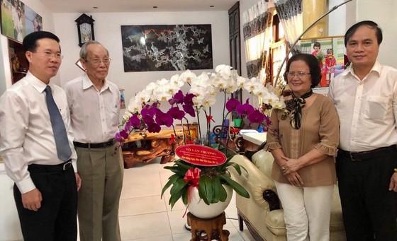 Trưởng ban Tuyên giáo Trung ương thăm và chúc mừng Giáo sư Trần Hồng Quân ảnh 1