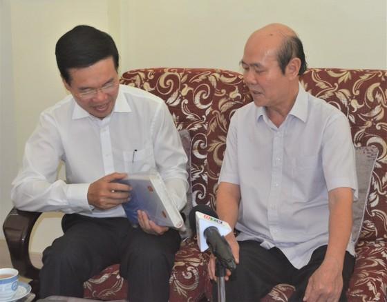 Đồng chí Võ Văn Thưởng thăm, chúc Tết gia đình GS-TSKH Lê Ngọc Trà ảnh 3