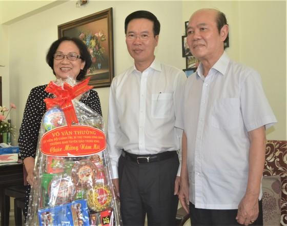 Đồng chí Võ Văn Thưởng thăm, chúc Tết gia đình GS-TSKH Lê Ngọc Trà ảnh 1