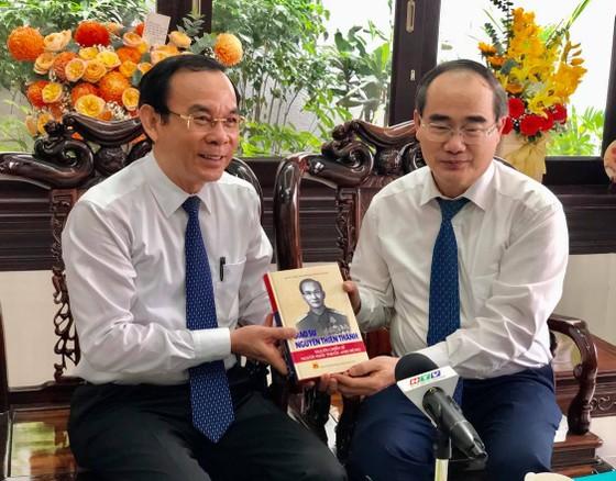Bí thư Thành ủy TPHCM Nguyễn Văn Nên thăm và chúc mừng các nhà giáo lão thành cách mạng ảnh 3