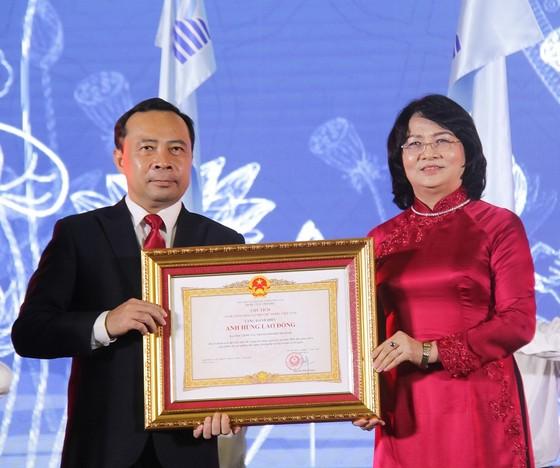 ĐH Quốc gia TPHCM đón nhận danh hiệu Anh hùng Lao động thời kỳ đổi mới ảnh 1