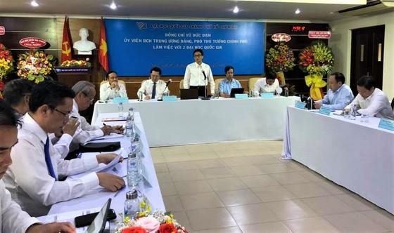 Trao quyết định bổ nhiệm ông Vũ Hải Quân làm Giám đốc Đại học Quốc gia TPHCM ảnh 5
