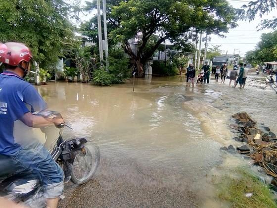 Hơn 100 căn nhà ở Bình Thuận bị ngập do mưa lũ ảnh 2