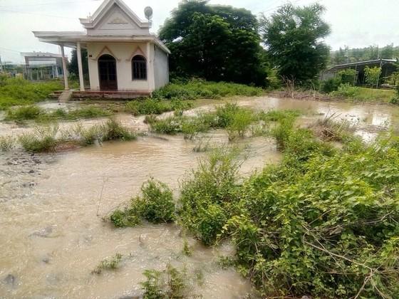 Hơn 100 căn nhà ở Bình Thuận bị ngập do mưa lũ ảnh 1