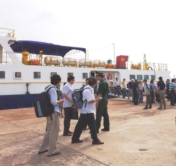 Đảm bảo cung ứng đủ nhu yếu phẩm cho đảo Phú Quý dịp Tết 2018 ảnh 2