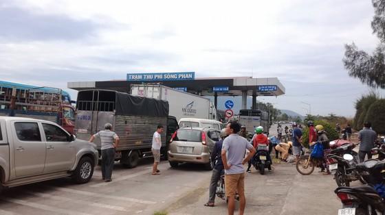 Người dân và tài xế phản ứng, BOT Sông Phan lại xả trạm ảnh 1
