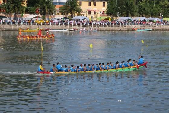 Tưng bừng hội đua thuyền truyền thống xứ biển Phan Thiết ảnh 1
