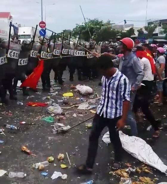 Hơn 100 người được mời làm việc liên quan đến việc gây rối, đập phá trụ sở công quyền ở Bình Thuận ảnh 2