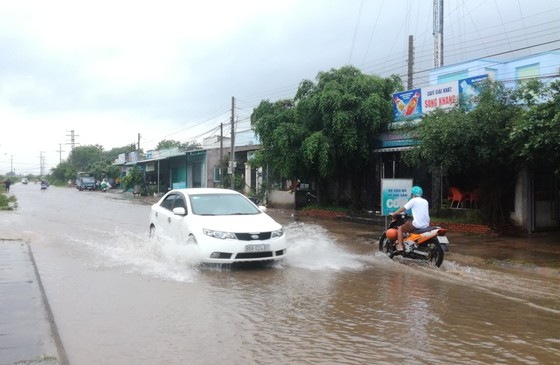 Bức xúc vì cứ mưa là đường biến thành… sông ảnh 3