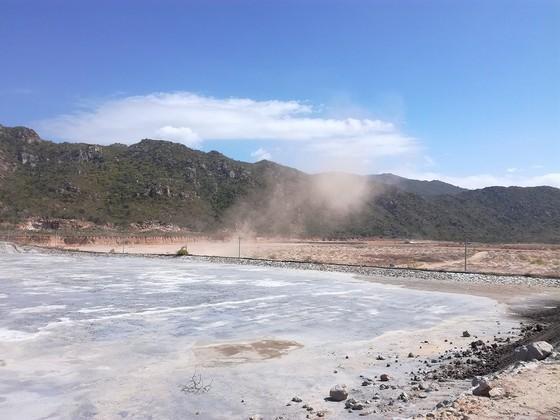 Khẩn trương giải quyết tình trạng bụi xỉ than tại Trung tâm Điện lực Vĩnh Tân ảnh 1