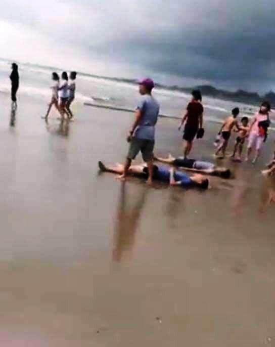 Bình Thuận ra công văn khẩn yêu cầu không cho du khách tắm biển trong điều kiện thời tiết xấu ảnh 1