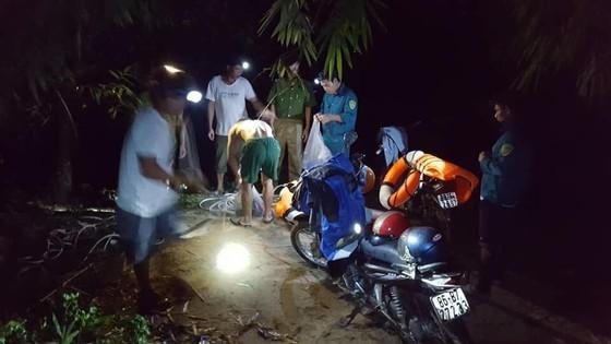 Đi 'phượt' trong rừng sâu, 2 người rớt xuống sông chết và mất tích ảnh 1