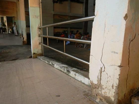 Hãi hùng chân trụ nâng đỡ 4 tầng lầu Bệnh viện Đa khoa tỉnh Bình Thuận nứt toác, trơ sắt ảnh 4