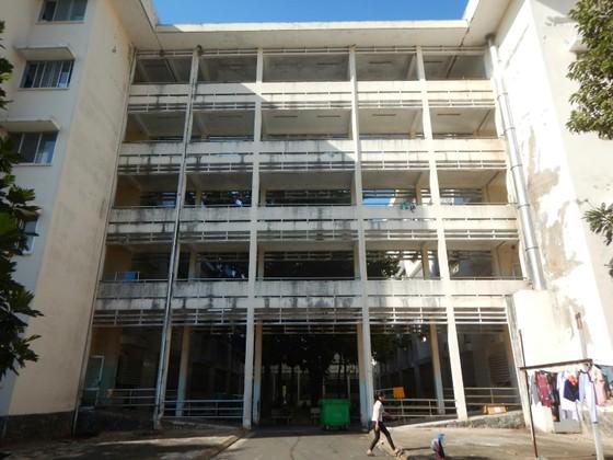 Hãi hùng chân trụ nâng đỡ 4 tầng lầu Bệnh viện Đa khoa tỉnh Bình Thuận nứt toác, trơ sắt ảnh 1