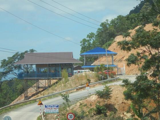 Nhiều trạm dừng chân xây dựng trái phép trên đèo Đại Ninh vẫn ngang nhiên tồn tại ảnh 3