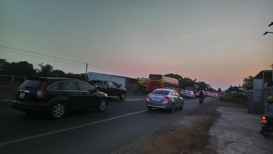 Quốc lộ 1A qua Bình Thuận ùn tắc, trạm thu phí liên tục xả trạm ảnh 1