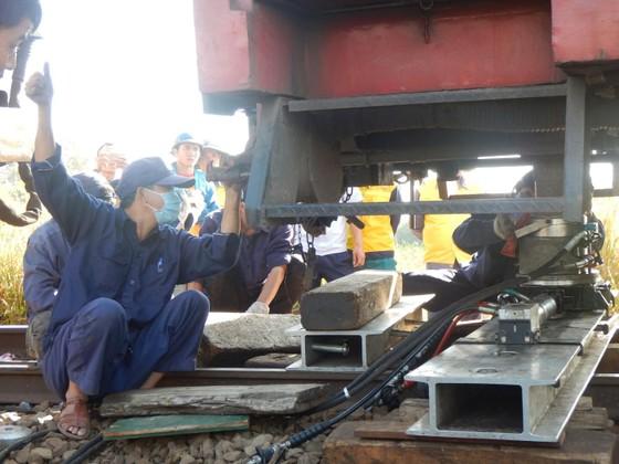 Tàu SE25 trật bánh, đường sắt Bắc Nam bị ngưng trệ nhiều giờ ảnh 2