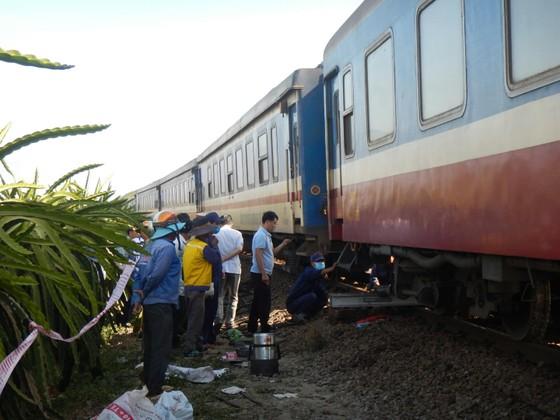 Tàu SE25 trật bánh, đường sắt Bắc Nam bị ngưng trệ nhiều giờ ảnh 3