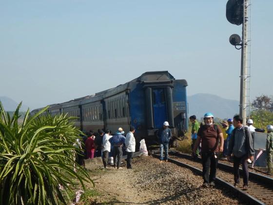 Tàu SE25 trật bánh, đường sắt Bắc Nam bị ngưng trệ nhiều giờ ảnh 1
