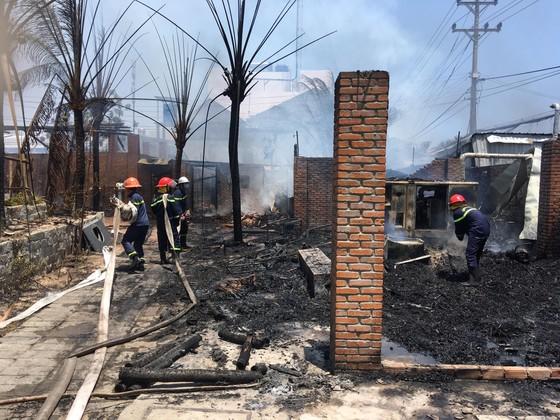 Cháy lớn thiêu rụi khu nhà hàng, quán bar ở 'thủ đô' resort ảnh 1