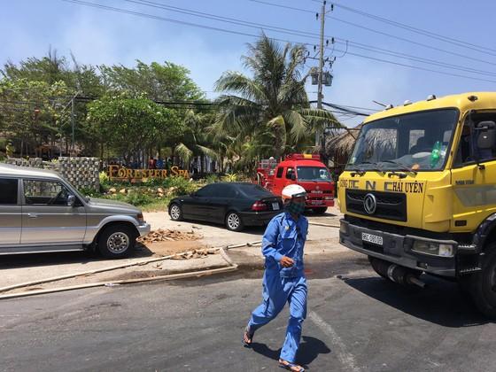 Cháy lớn thiêu rụi khu nhà hàng, quán bar ở 'thủ đô' resort ảnh 5