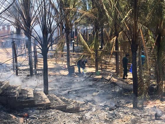 Cháy lớn thiêu rụi khu nhà hàng, quán bar ở 'thủ đô' resort ảnh 4