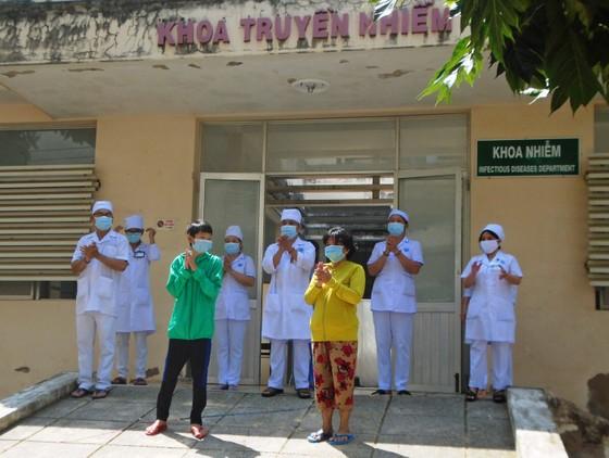 Hai người mắc Covid-19 cuối cùng ở tỉnh Bình Thuận ra viện ảnh 1