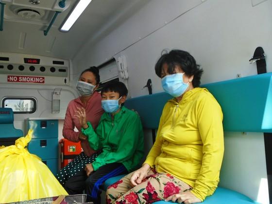 Hai người mắc Covid-19 cuối cùng ở tỉnh Bình Thuận ra viện ảnh 2