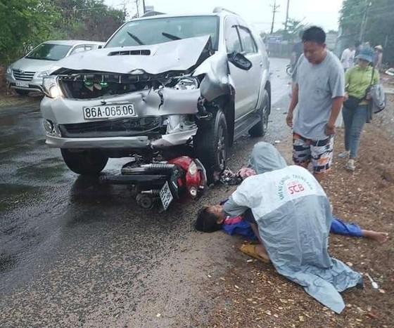Ô tô tông liên hoàn 3 xe máy, 6 người thương vong ảnh 2
