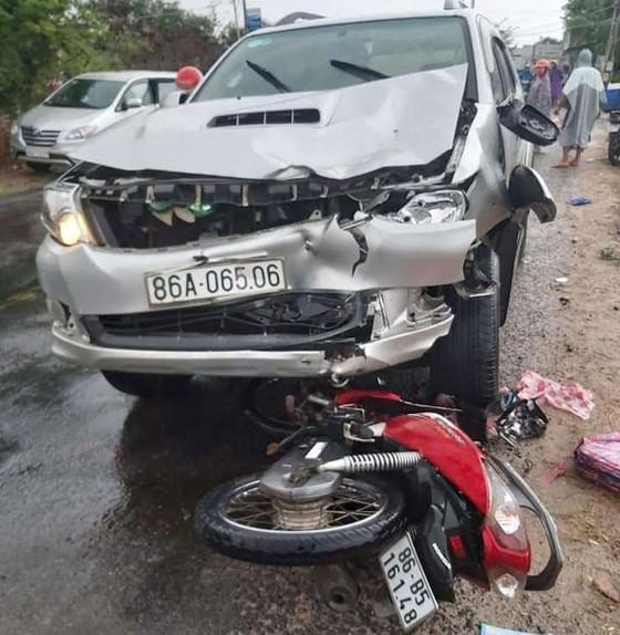 Ô tô tông liên hoàn 3 xe máy, 6 người thương vong ảnh 1