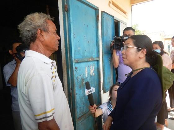 Phó Bí thư Thành ủy TPHCM Võ Thị Dung thăm, trao quà hỗ trợ người dân vùng tâm hạn Bình Thuận ảnh 3