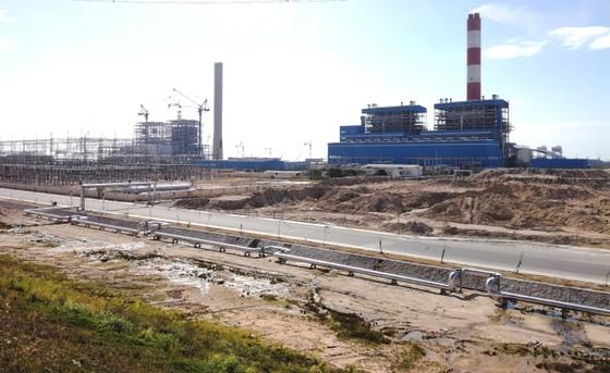 Bụi, tiếng ồn gần Trung tâm Điện lực Vĩnh Tân vượt ngưỡng cho phép ảnh 1