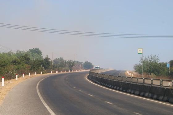 Cháy lớn đe dọa hàng loạt dự án điện gió, Chủ tịch huyện trực tiếp chỉ đạo dập lửa ảnh 4