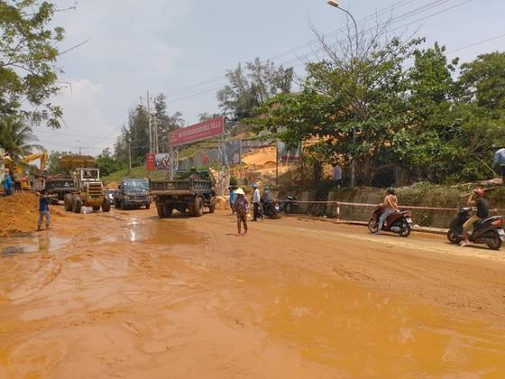 Lũ cát kinh hoàng ập xuống tuyến đường trọng điểm Khu Du lịch quốc gia Mũi Né ảnh 5
