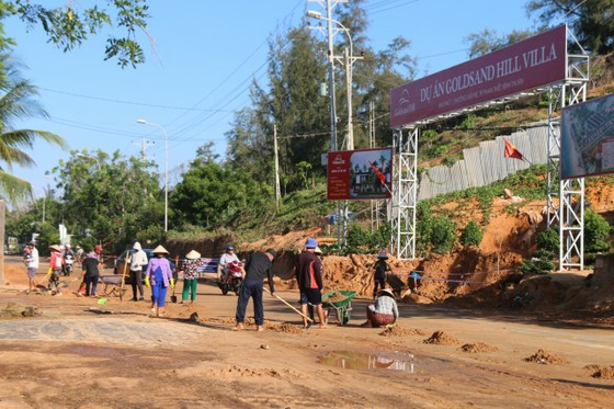 Lại xảy ra nhiều điểm sạt lở, lũ cát trên các tuyến đường ven biển Bình Thuận ảnh 4