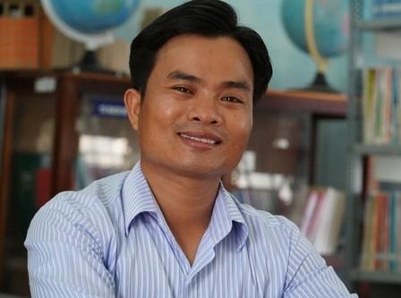 Bộ GD-ĐT tặng bằng khen cho thầy giáo cứu học trò gặp tai nạn nguy kịch ảnh 1