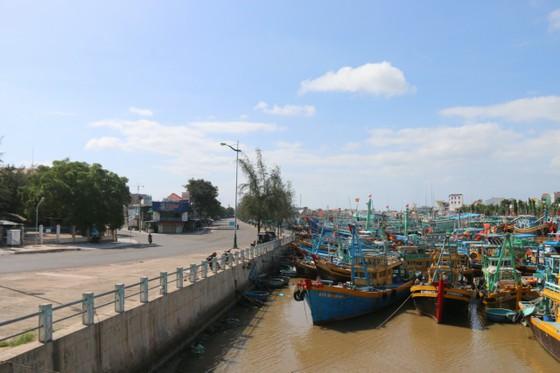 Phố biển Phan Thiết ngày đầu thực giãn cách xã hội theo Chỉ thị 16 ảnh 5