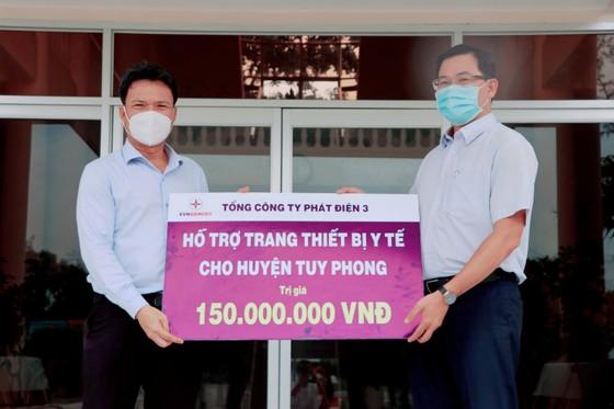 Tổng Công ty Phát điện 3 trao tặng trang thiết bị y tế cho công tác phòng, chống dịch Covid-19 tại Bình Thuận ảnh 1