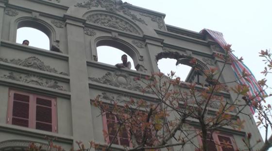 Cảnh biệt thự của gia đình nguyên Cục trưởng C50 bị phá dỡ phần xây trái phép ảnh 2