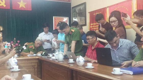"""Thiếu tướng Phan Anh Minh: Nhóm trộm rút dao tấn công các """"hiệp sĩ"""" diễn ra chỉ trong 13 giây ảnh 5"""