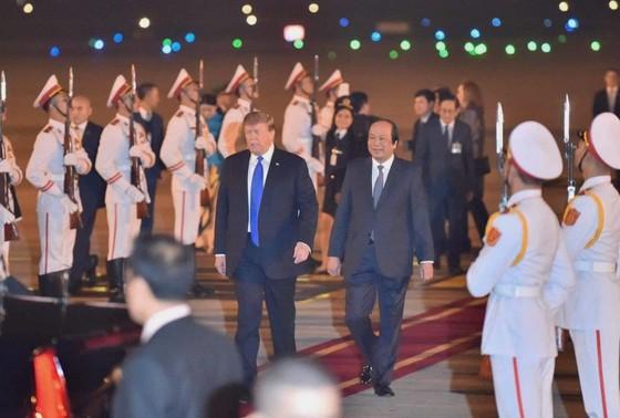 Tổng thống Mỹ Donald Trump đã đến Hà Nội ảnh 14