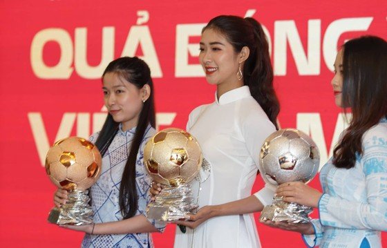 Họp báo công bố kế hoạch tổ chức giải thưởng Quả bóng Vàng Việt Nam 2019 ảnh 12