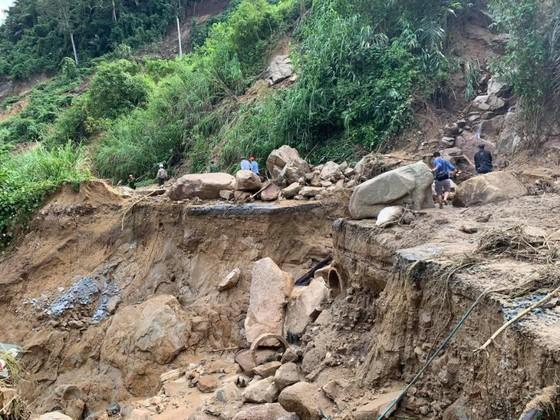 Thêm một vụ sạt lở vùi lấp 11 người tại Quảng Nam, 200 công nhân thủy điện bị cô lập ảnh 4