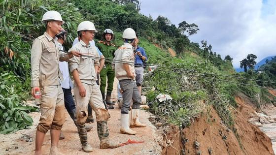Thêm một vụ sạt lở vùi lấp 11 người tại Quảng Nam, 200 công nhân thủy điện bị cô lập ảnh 12
