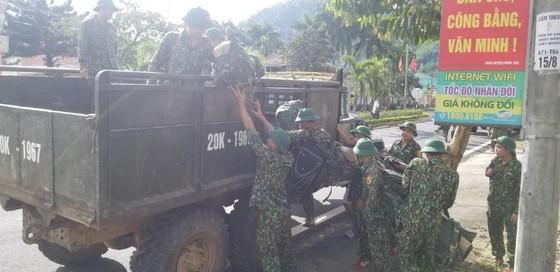 Thêm một vụ sạt lở vùi lấp 11 người tại Quảng Nam, 200 công nhân thủy điện bị cô lập ảnh 7