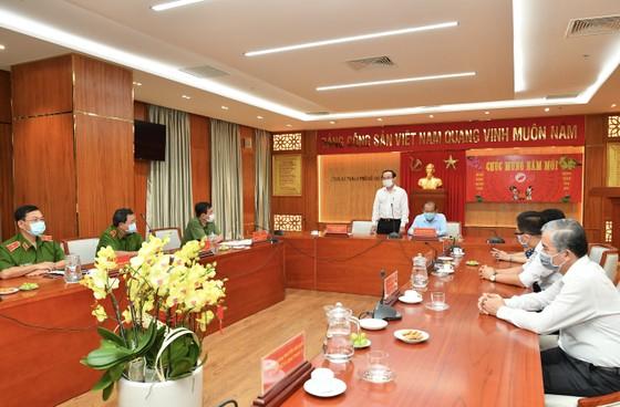 Bí thư Thành ủy TPHCM Nguyễn Văn Nên thăm, chúc tết quân đội, công an đêm 30 Tết ảnh 4